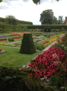Gratuitous photograph of pretty gardens at Hampton Court Palace